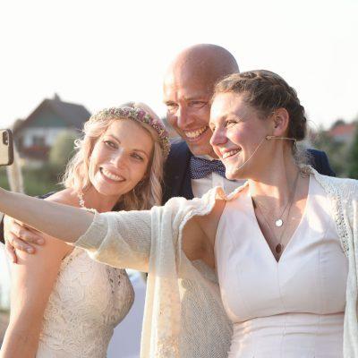 Mache Selfies für unseren Moment.